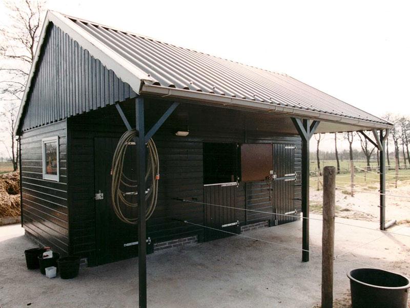 houten-paardenstal