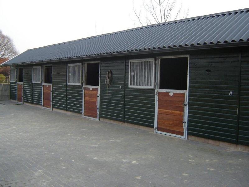 houten paardenstal baleno 3